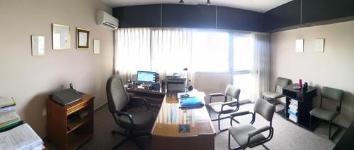 Oficina En Venta O Permuta En Cordón, Inmejorable Ubicación.