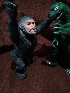 Muñeco Goma Dura King Kong Gigantes Tiburon Off!