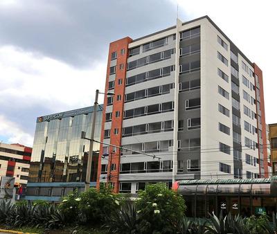 Departamento De Dos Dormitorios, Quito Centro Norte