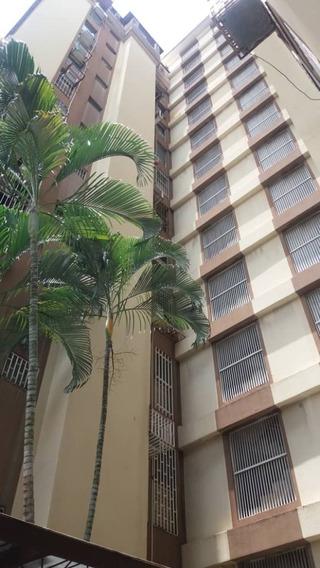 Apartamento En Alquiler En El Bosque 04128900222