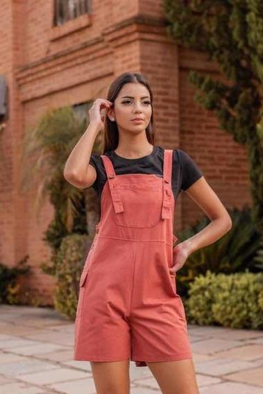 Jardineira Curta Com Detalhe Em Botões Bolsos Moda Feminina.