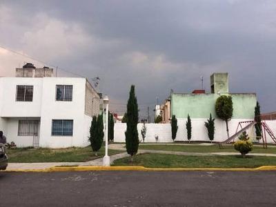 Casa Venta En Zinacantepec, Toluca, Tres Recamaras Y Estudio