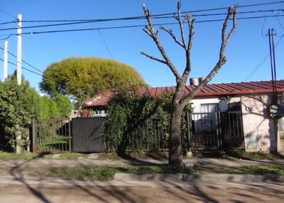 Casa Barrio Vicoer De Rioja, En Esquina, Con Mejoras, Buen Estado, Totalmente Paga. Posible Permuta Mayor Val.