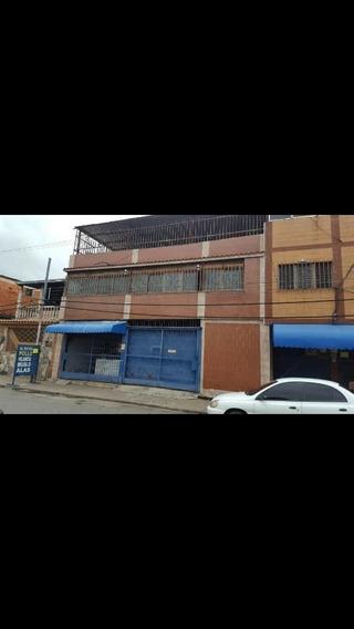 Edificio De Esquina En La Avenida Las Ferias