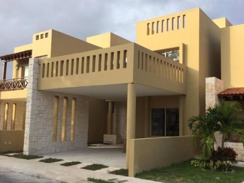Se Renta Casa De 4 Recamaras Y 3 Baños Completos En Allegranza, Playa Del Carmen P2911