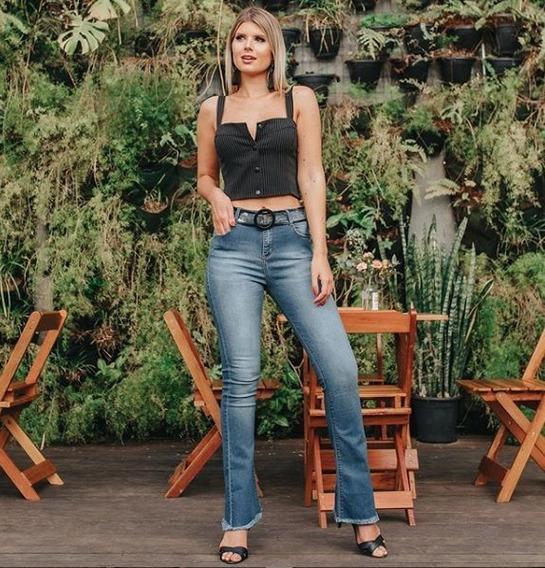Calça Feminina Jeans Flare Com Barra Desfiada