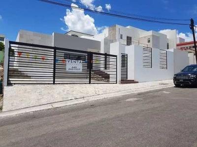 Preciosa Residencia En Renta - Villas Del Mesón, Una Planta, 500 M2. Luxury