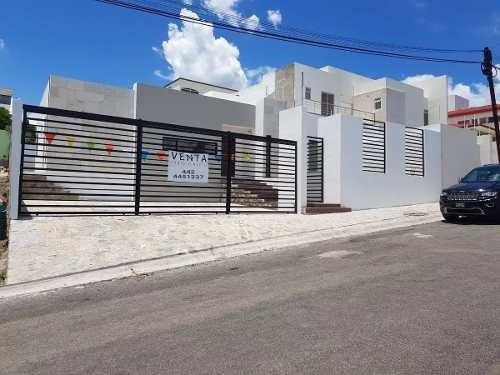 Imagen 1 de 14 de Preciosa Residencia En Renta - Villas Del Mesón, Una Planta, 500 M2. Luxury