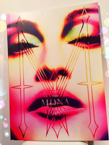 Imagen 1 de 2 de Libro Madonna Mdna Tour Book Oficial