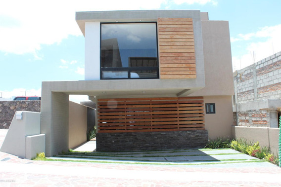 Casa En Venta En Zibata, El Marques, Rah-mx-21-773