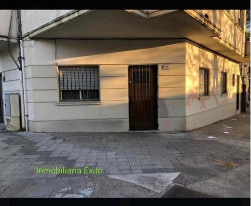 Se Vende Casa En Esquina Uruguayana Y Agraciada 3dorm, Patio