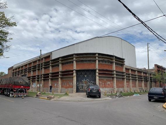 Galpon Industrial 1700 M² Cubiertos Con Puente Grúa 2.5 Tn.- Tablada