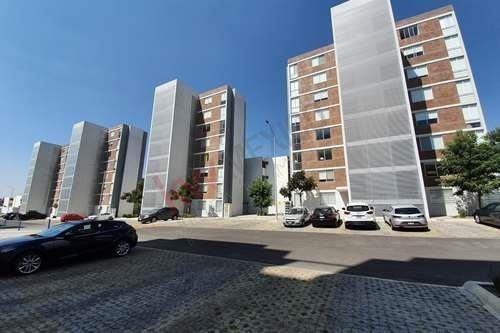 Departamento De Dos Recámaras En Venta, Entre 11 Sur Y Boulevard Carmelitas - Venta O Traspaso