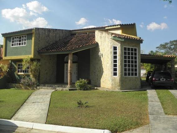 Casa En Venta En Guataparo Valencia 20-9857 Ajc
