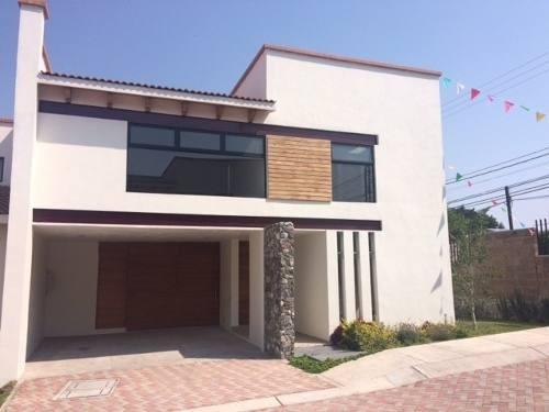 Hermosa Casa Nueva, Zona Exclusiva De Corregidora, Diseño Unico Y Finos Acabados