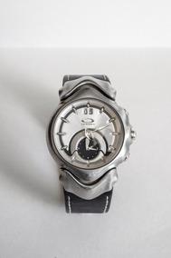 Relógio Oakley Judge Swiss Made Prata Com Pulseira De Couro