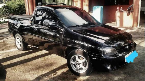 Pick-up Corsa Preta - 2002 - 1.6/gasolina