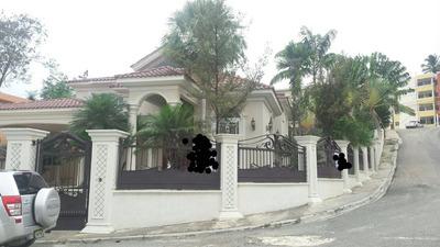 Casa De 4 Habitaciones 6 Parqueos Santo Domingo Oeste