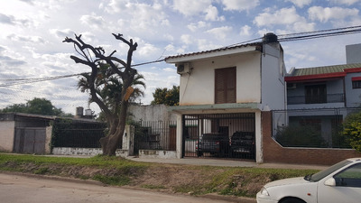 Casa 5 Dormitorios A Metros De 9 De Julio Sobre Asfalto!