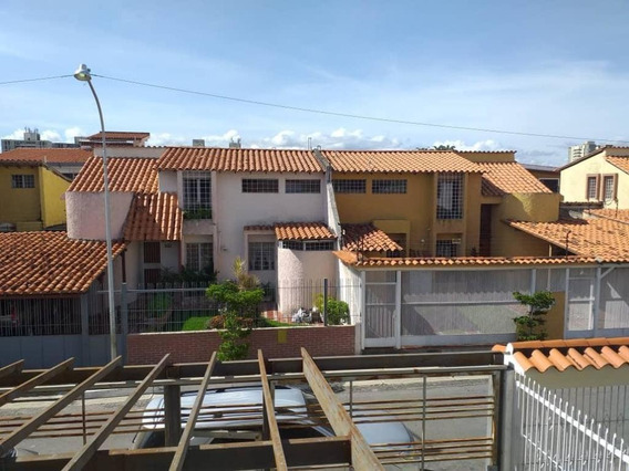 Casa En Venta En Las Trinitarias Barquisimeto 20-2622 Zegm