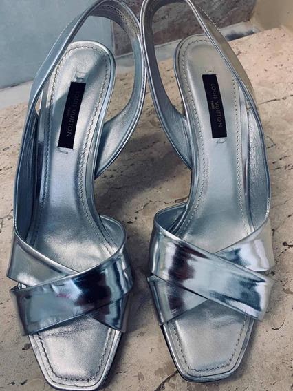 Sandália Em Verniz Prateada Louis Vuitton