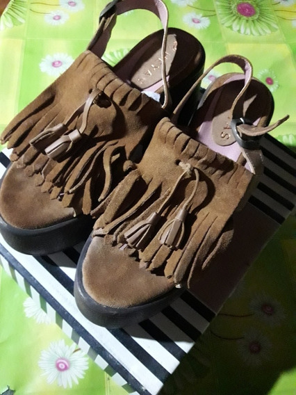 Sandalias De Cuero Con Flecos