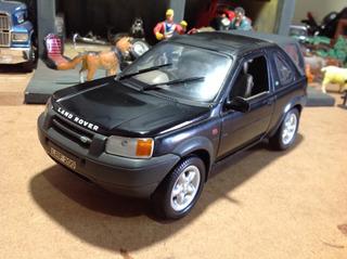 Miniatura Ertl 1/18 Land Rover Freelander 1996 - Linda!