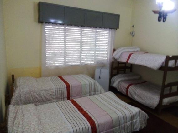 Casa. Con Un Dormitorio,4 Ó 5 Camas,sala Comedor Cocina,baño