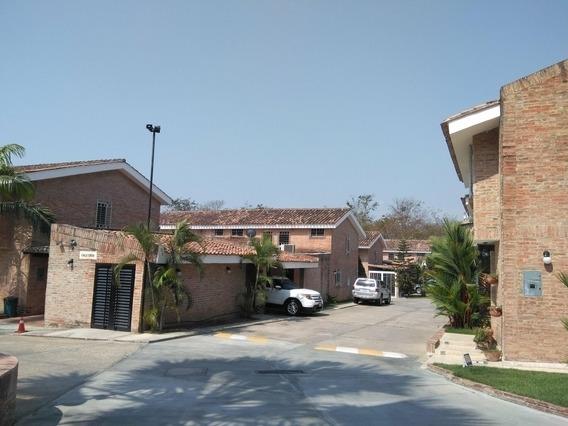 Bello Town House En Venta En Guataparo Mg