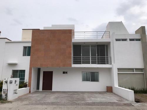 Venta De Casa Nueva En El Mirador, Con Roof Garden Y Acabados De Lujo
