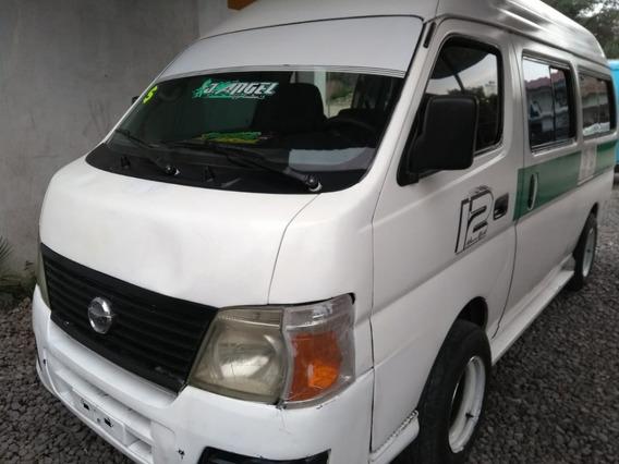 Nissan Urvan Larga 2009