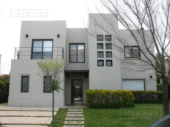 Casa En Venta En El Barrio Las Glorietas - Excelente Oportunidad!