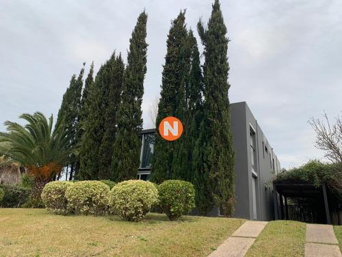 Casa En Venta Y Alquiler, Mansa, Punta Del Este, 6 Dormitorios.- Ref: 208210