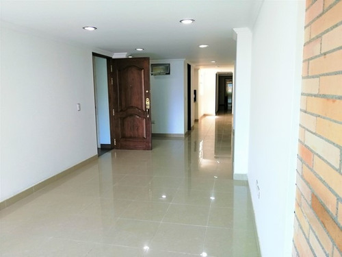 Apartamento En Arriendo, Laureles - Medellín