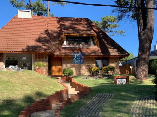 Casa En Venta, Pinares, Punta Del Este- Ref: 736
