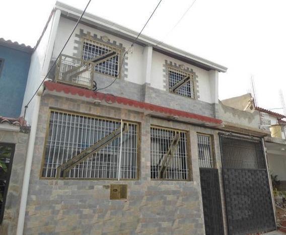 Casa En Venta En Urb Los Apamates, Santa Rita/ 19-6209 Wjo