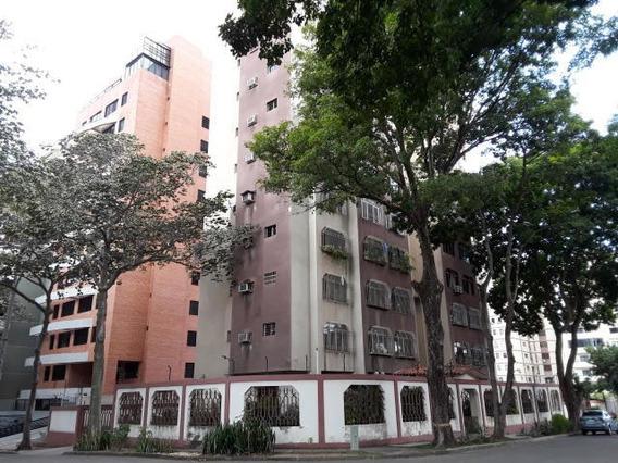 Apartamento Los Nispero 19-19727 Mme