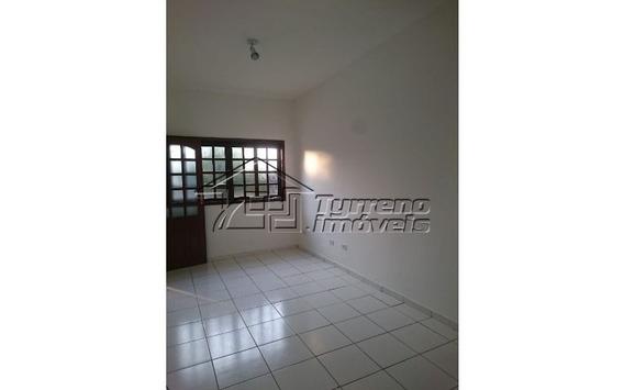 Casa Térrea Em Condomínio Fechado Com 2 Dormitórios E 2 Wcs.