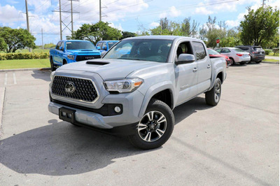 Toyota Tacoma Trd Off Road Modelo 2019 Color Cemento