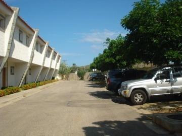 Townhouse En Venta Brisas De San Miguel, Maneiro, 19-107001