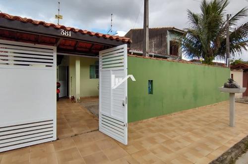 Imagem 1 de 10 de Casa Na Praia, Rua Asfaltada 400 Mts Do Mar, 02 Vagas.