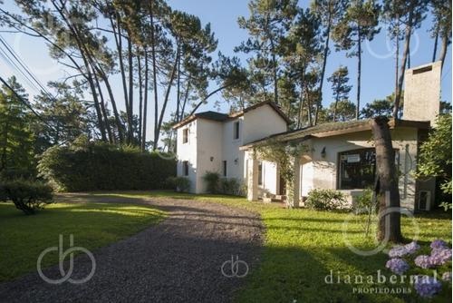 Casa En Pinares, 3 Dormitorios - Ref: 43196
