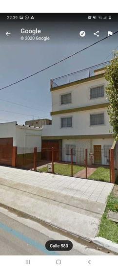 Casa 3 Plantas + Galpón 5x14mtrs.