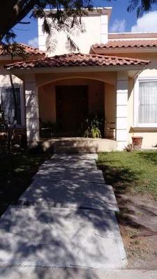 Venta De Casa De Una Planta En Pueblo Nuevo Con 2 Rec.. T. 250 M2., C. 169 M2.