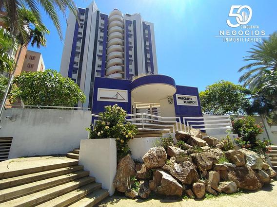 Apartamento En Costa Azul Con Vista Al Mar