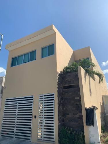 Venta De Casa En La Calle Tacubaya Dentro De Fraccionamiento Jardines En Campeche