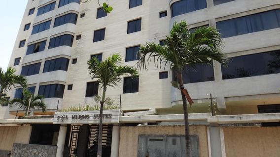 Apartamento En Venta Playa Grande Mls #21-531