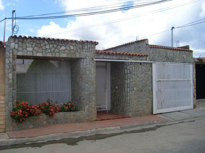 Casa En Venta En Ciudad Jardin, Cagua. Mcmb 18-1858