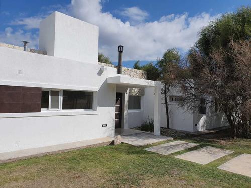 Casa De 3 Dormitorios En Venta. Country Los Quebrachos