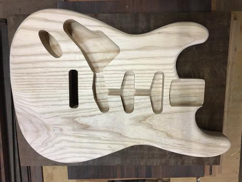Imagem 1 de 6 de Corpo Guitarra Modelo Strato Em Ash Canhoto